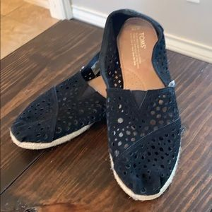 Toms size 10 slip on shoes